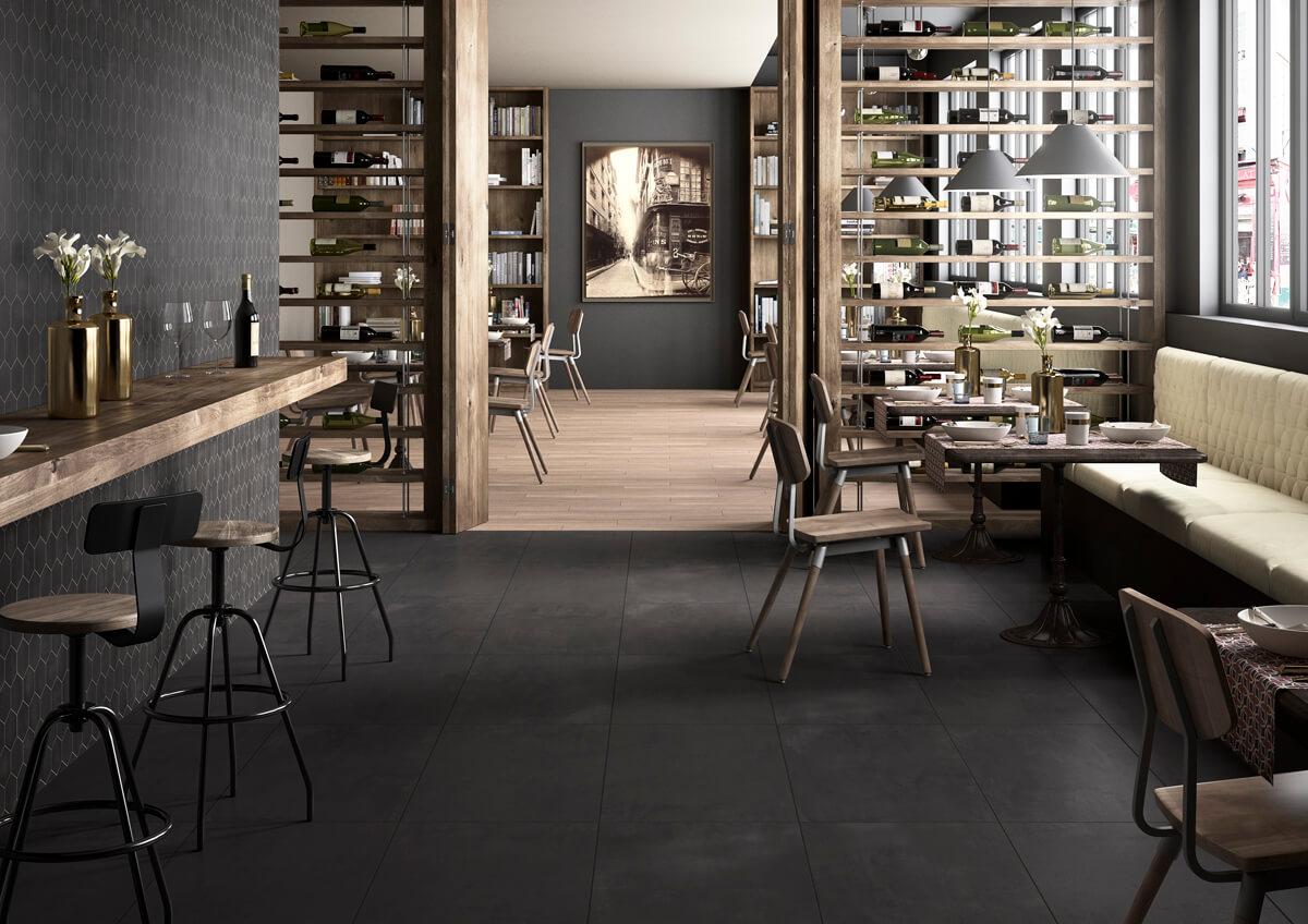 Donkere betonvloer voor moderne woonst