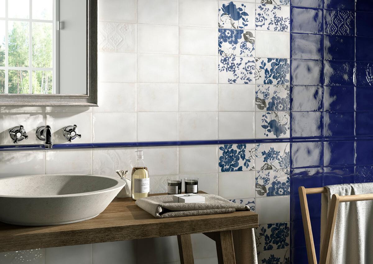 Klassiek landelijke Delfts blauwe badkamer