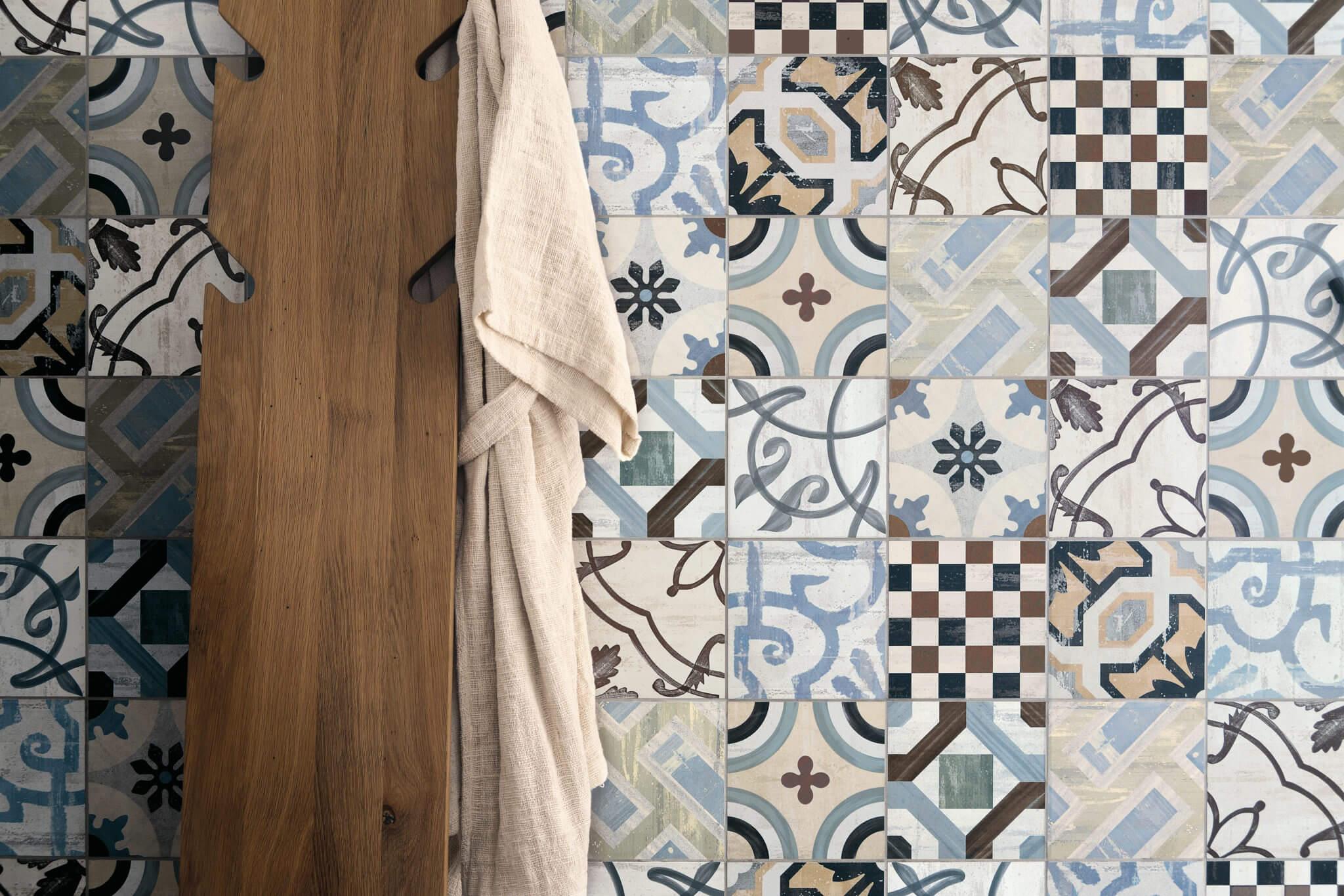 Kleurrijke patroontegel in patchwork stijl