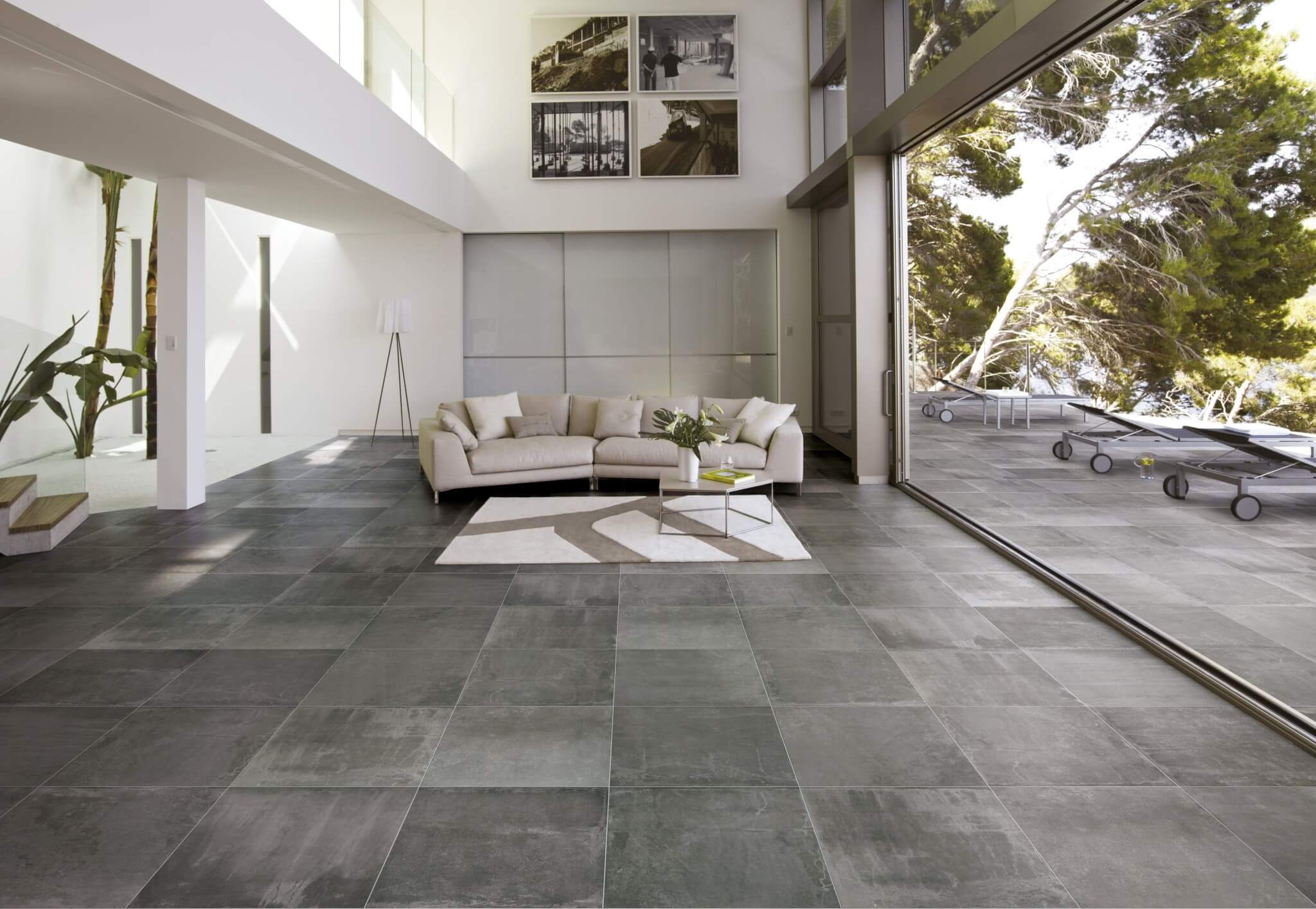 Prachtige antraciet betonlook tegel in modern interieur   Gilbo tegels