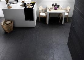 Prachtige antraciet keramische betonvloer in modern interieur