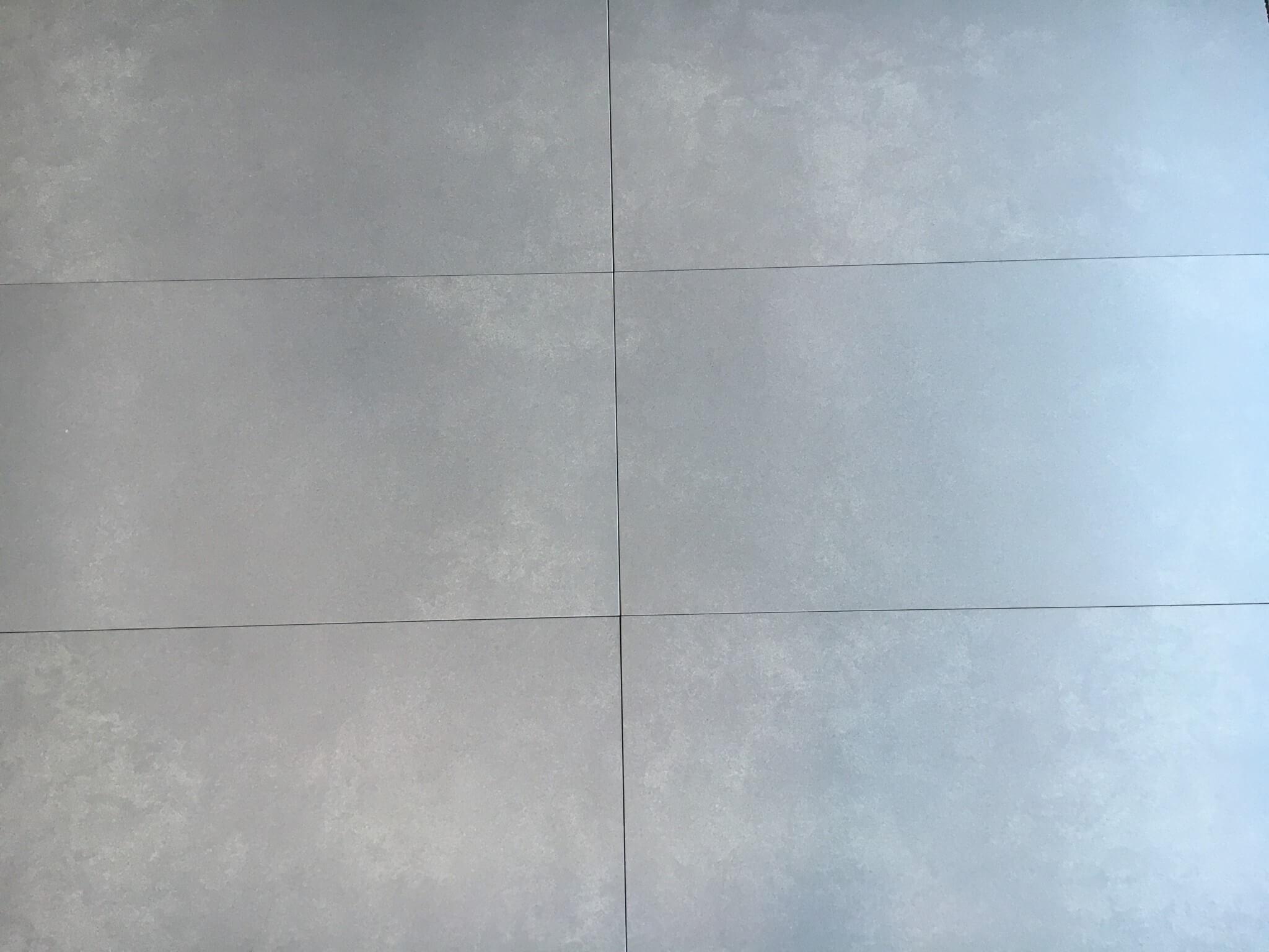 Prachtige grijze tegel aan voordelige voorwaarden gilbo tegels - Uitzonderlijke badkamer ...
