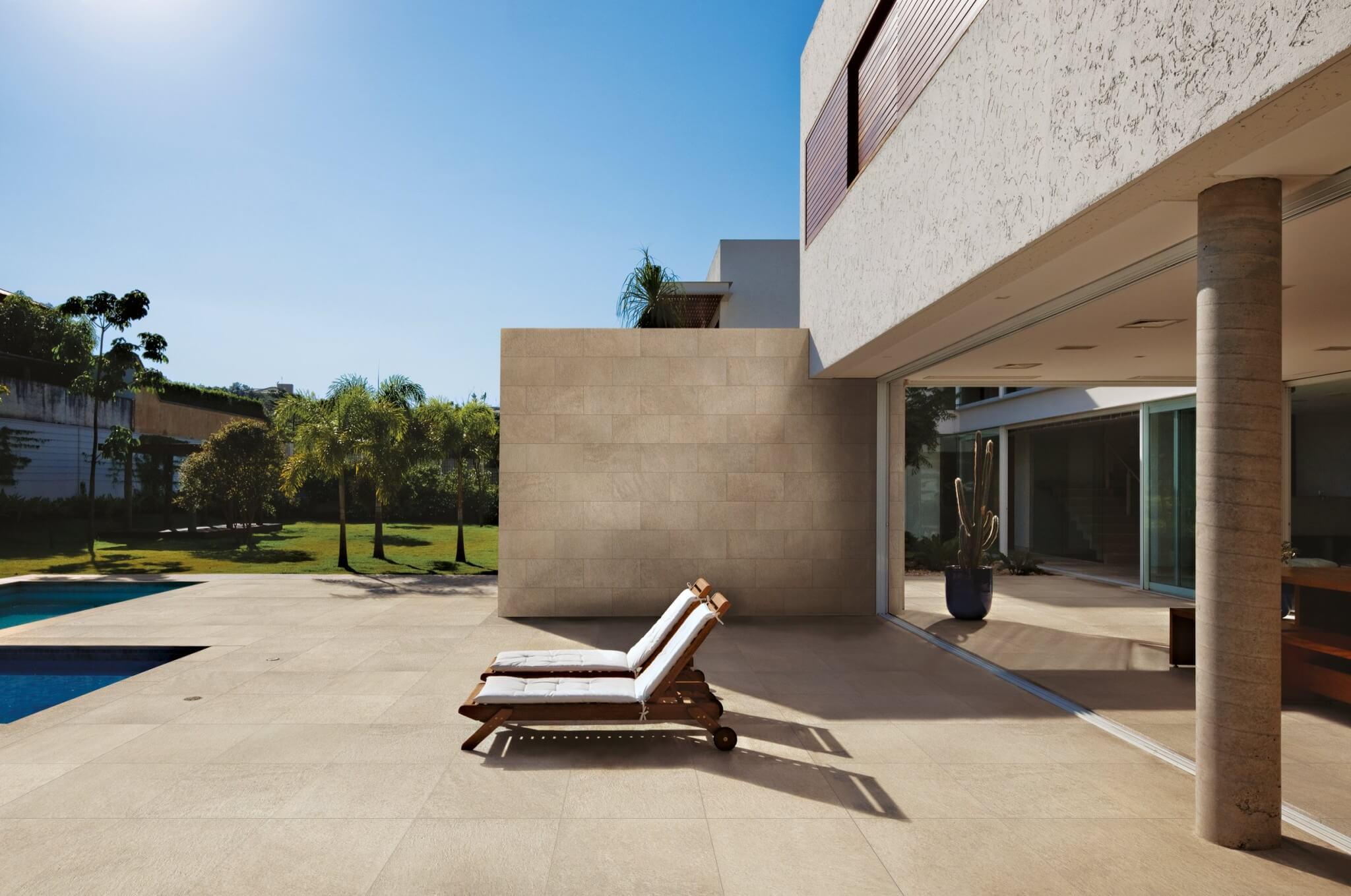Uw terras zomerklaar met deze beige terrastegel