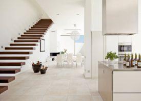 Witte vloertegel voor een licht interieur